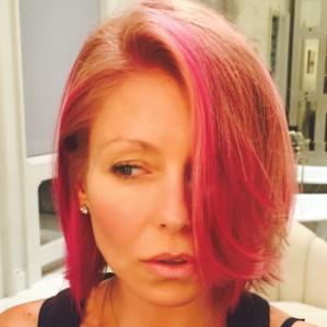 kelly-ripa-pink-hair